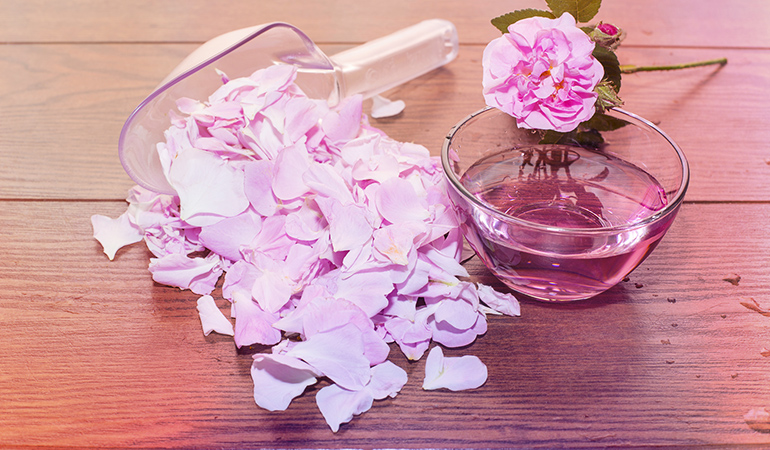 Camphor and rose water mixture helps in opening skin pores and reduces sebum secretion.