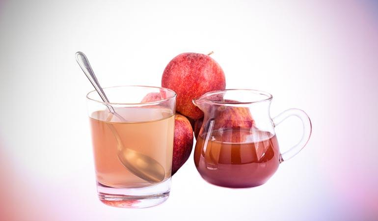 Apple cider vinegar clarifies scalp and balances pH levels