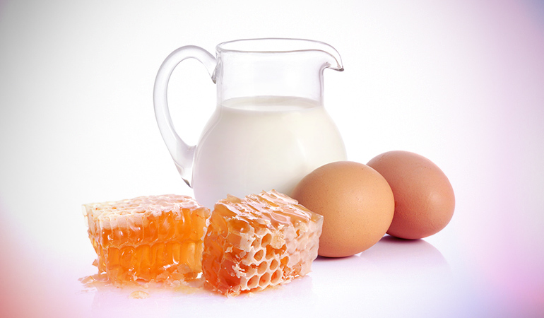 The mixture of egg white, honey, and milk tightens the skin pores and replenishes the skin.