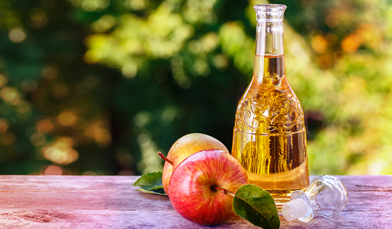 Apple cider vinegar restores the natural pH level of the body and enhances the overall complexion of a person.)