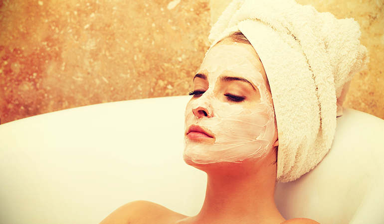 Coriander and turmeric help improve skin health