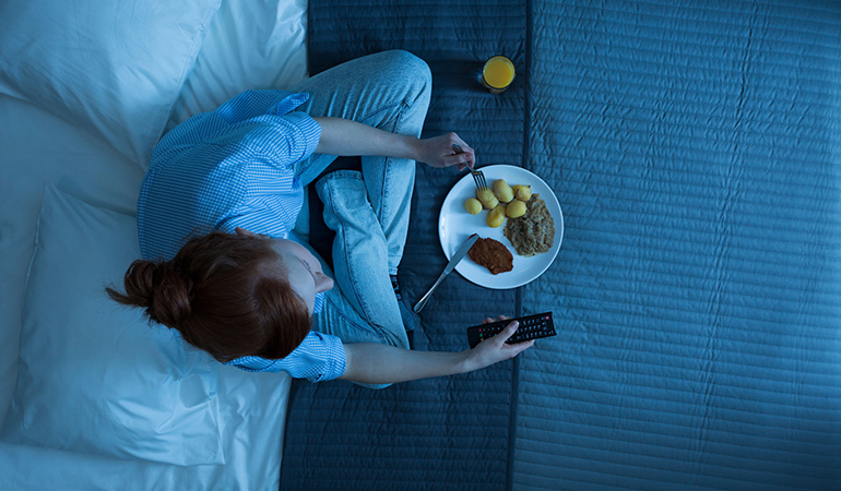 Avoid eating in front of screens