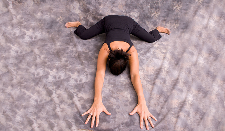 frog stretch to increase hip flexibility