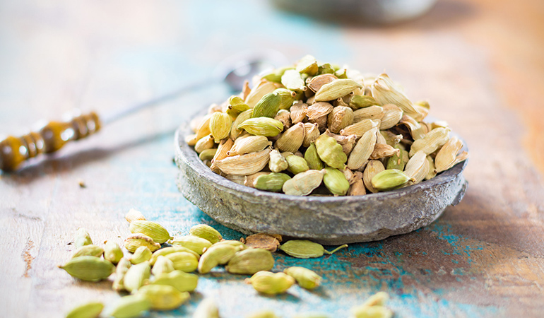 Cardamom promotes better oral health.