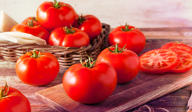 (Unless cut, tomatoes should never go in the fridge and stored on the counter