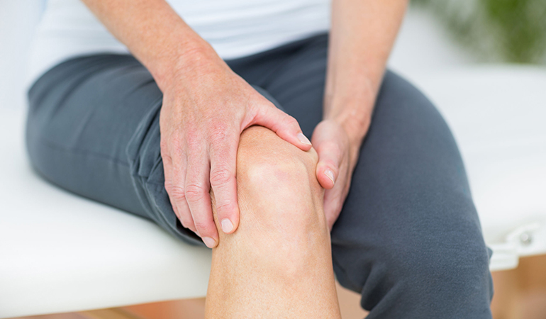 Arthritis due to old age could be the reason for knees clicking