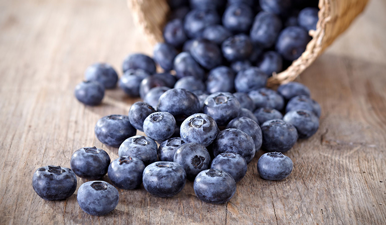 Blueberries are high in antioxidants and phytonutrients that fight off cellular oxidative stress.