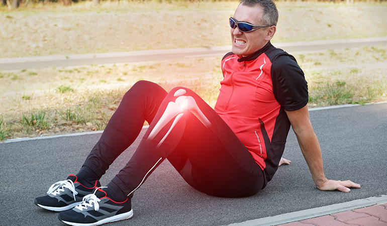 A damaged or torn meniscus causes clocking in the knees