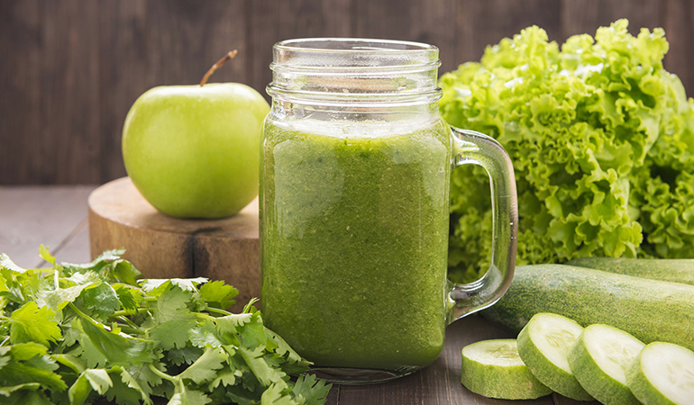 Green apple and cucumber drink for detox