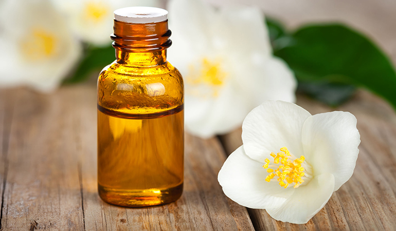 Jasmine oil can moisturize hair and prevent bacterial scalp infections