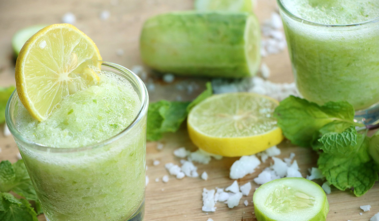 Mint and cucumber drink for detox