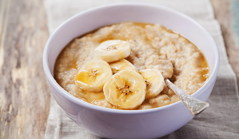 Banana oatmeal reduces pimples and improves skin elasticity.