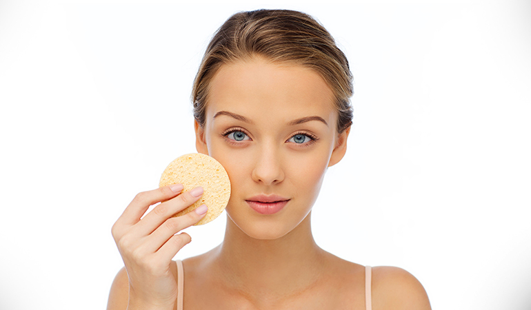 Baking soda removes dead skin cells and gives a shiny skin