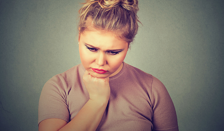 An underactive thyroid is accompanied by symptoms like fatigue, a puffy face, chills, and weight gain