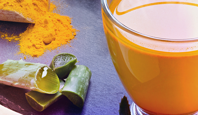 Turmeric helps in healing wounds and curing damaged skin, while aloe vera soothes skin irritation