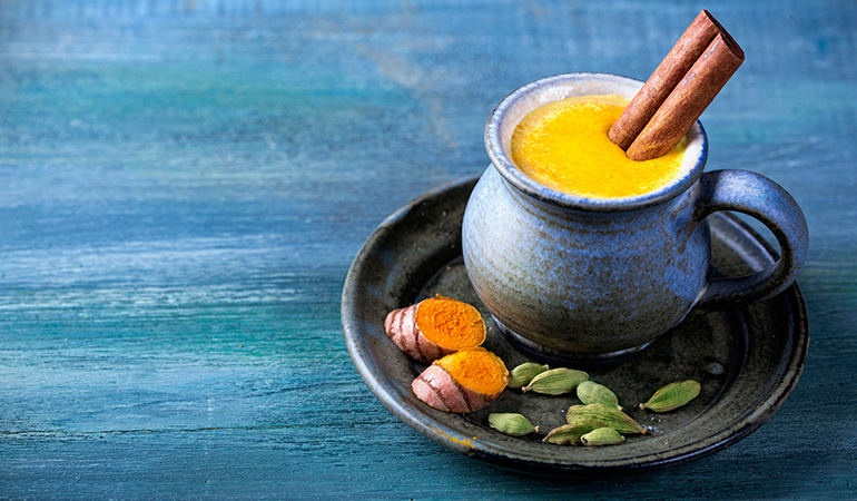 Ginger and turmeric milk to ward off col