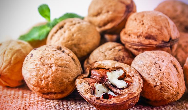 1 oz of walnuts has 0.82 mg iron.