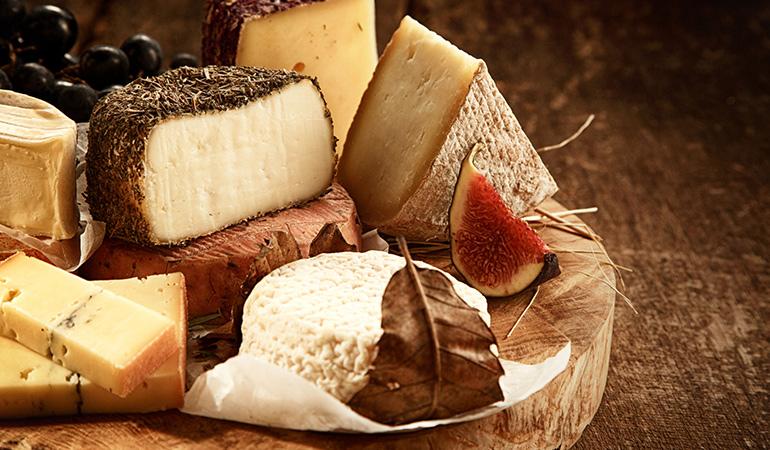 Swiss cheese: 1.24 mg (11.3% DV) of zinc per ounce