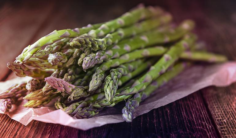 Half a cup of asparagus has 45.5 mcg