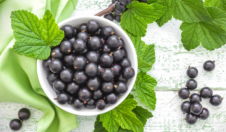 1 cup of black currants: 202.7 mg of vitamin C (225.2% DV)