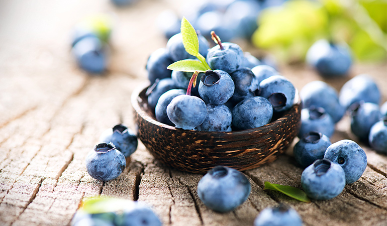 1 cup of blueberries has 28.6 mcg of vitamin K (23.8% DV).