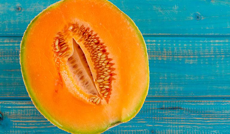 1 cup of cantaloupe: 65 mg of vitamin C (72.2% DV)
