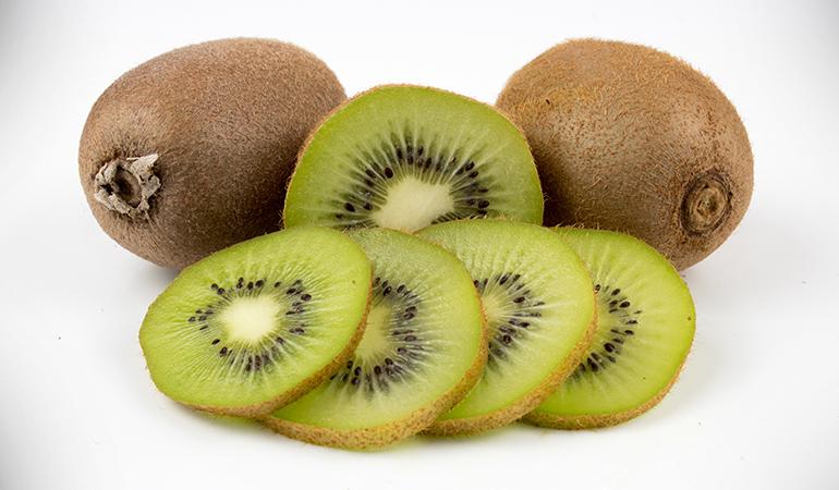 1 cup of sliced kiwifruit: 166.9 mg of vitamin C (185.4% DV)