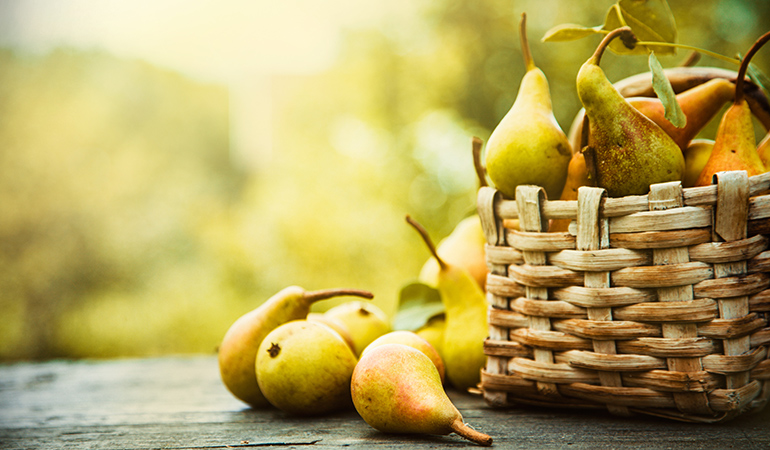1 cup of sliced pears has 6.2 mcg of vitamin K (5.1% DV).
