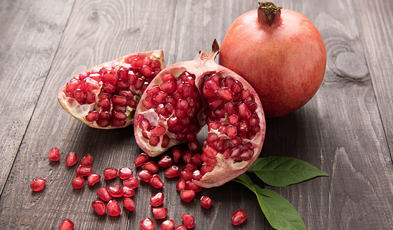 1 cup of pomegranate seeds has 28.6 mcg of vitamin K (23.8% DV).