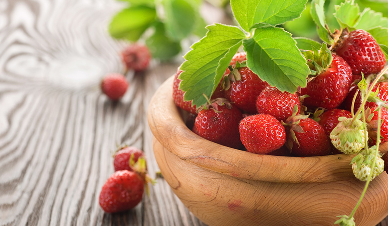 1 cup of sliced strawberries: 97.6 mg of vitamin C (108.4% DV)