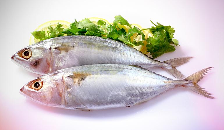 A 3 oz serving of bluefin tuna has 643 mcg of retinol.