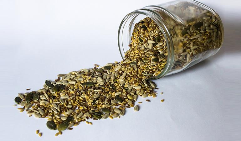 1 oz dried pumpkin and squash seeds (kernels) has 2.495 mg or 108.5% DV manganese.