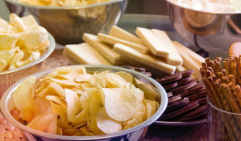 An ounce of potato chips has 4.916 gm of omega 6 fatty acids.